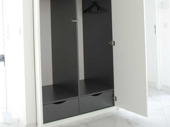 portes de placard battantes s vres et neuilly sur seine. Black Bedroom Furniture Sets. Home Design Ideas
