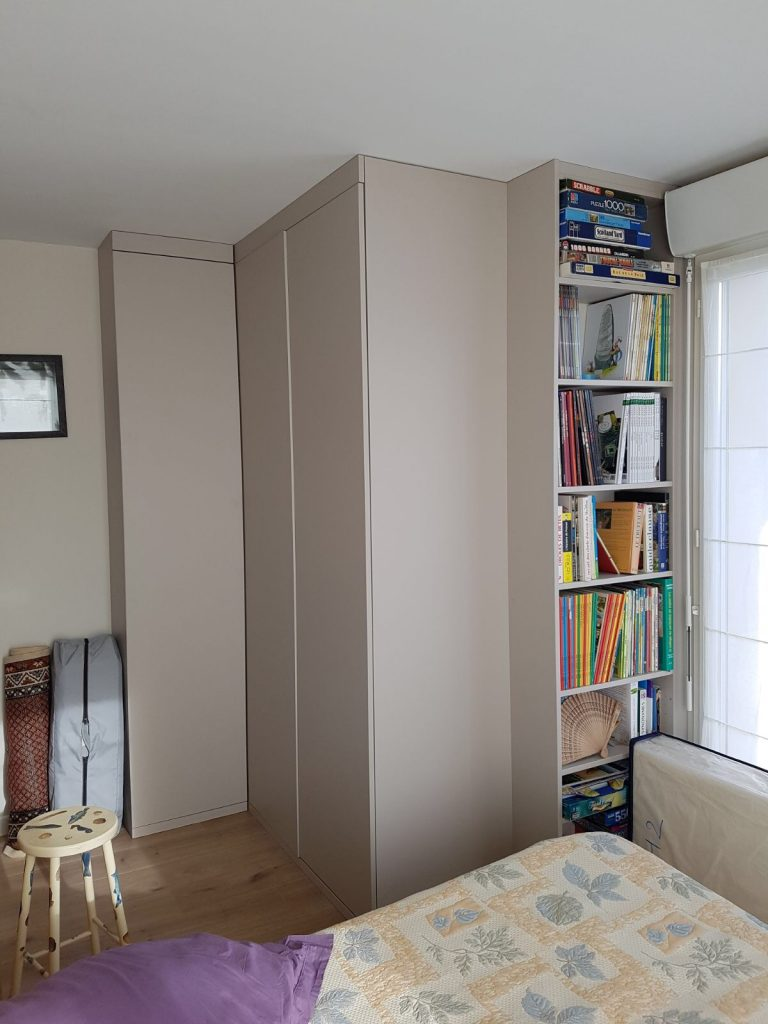 installation de portes battantes de placard s vres et neuilly sur seine. Black Bedroom Furniture Sets. Home Design Ideas