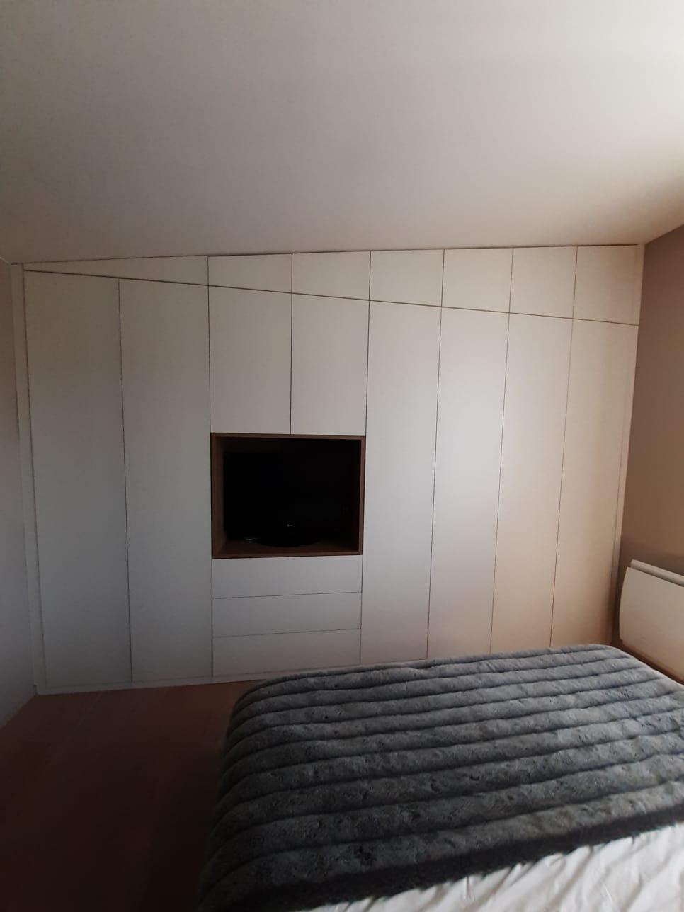 portes de placard battantes s vres et neuilly sur seine. Black Bedroom Furniture Sets. Home Design Ideas
